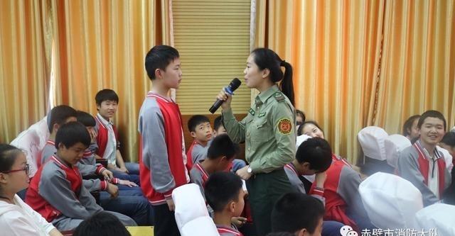 临沂消防大队开展第五初级中学走进培训演练初中赤壁李官图片图片