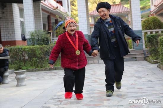 敬老院裏的超能女人 100歲嫁小35歲丈夫