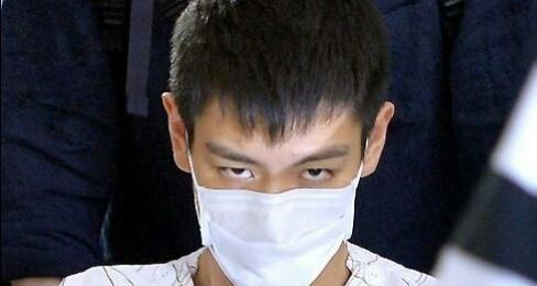 TOP崔胜铉身着颜色衣,病号凶戾坐轮椅,张柏芝头发弄那个眼神好看吗图片