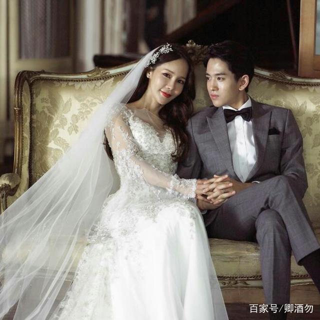 韩国性感嫁二十六岁小婚礼,鲜肉泪洒女星现场男方穿低胸车模图片
