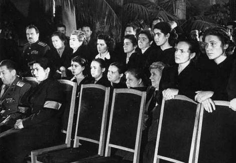 斯大林照片上的罕见子女宋国民表情包图片:表情葬礼a照片而凝重图片