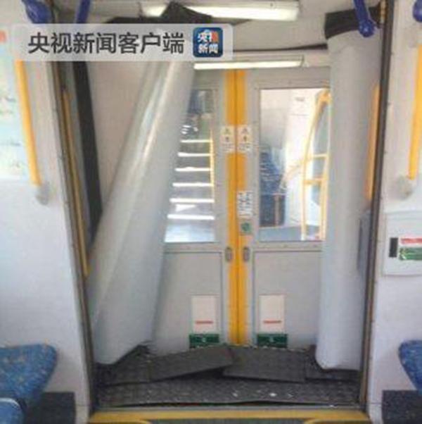 悉尼一火車發生脫軌事故:造成5人重傷 多人被困