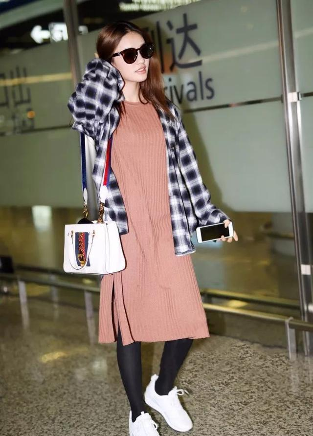 澳门威尼斯人平台:冬天里温暖而时尚的穿搭,明星们都这吗穿!
