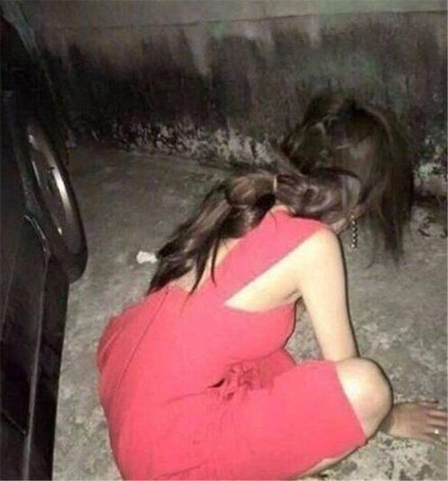 美女喝醉酒后不省人事,被美女折腾得不成男友四川哪些人样有图片