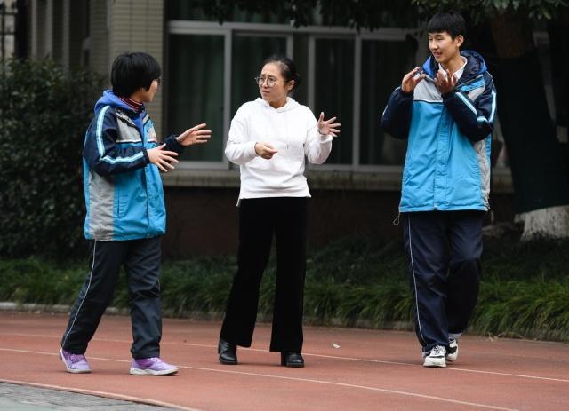 南京漫画老师这学校要火!聋人v漫画上画学生评洒洒漫画图片