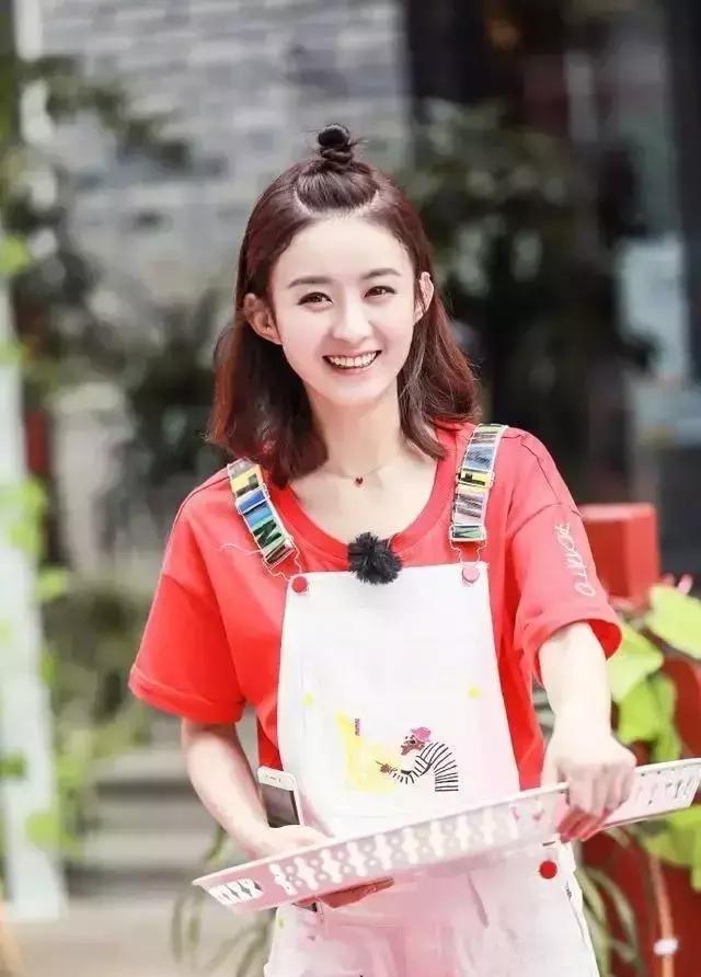 30岁的赵丽颖换了新的编发发型,年轻十岁的编男生打侧面薄发型图片