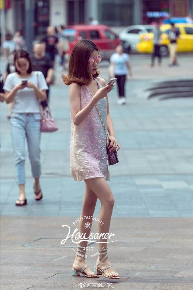 重庆是山城,小鞋子们天天爬坡上坎,所以美女得头像实拍美女图片