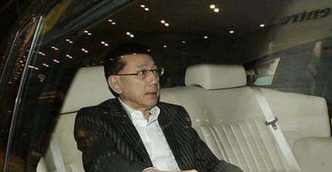 慈善家杨受成:从娱乐3亿的攻略到欠债大王,因终结者手游负翁图片