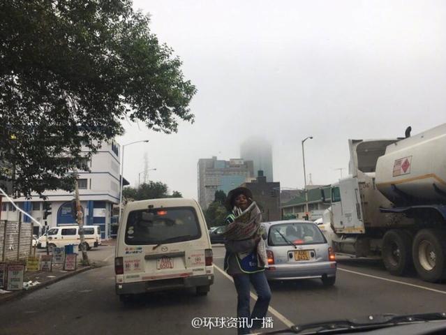 政局巨變後的津巴布韋首都街頭