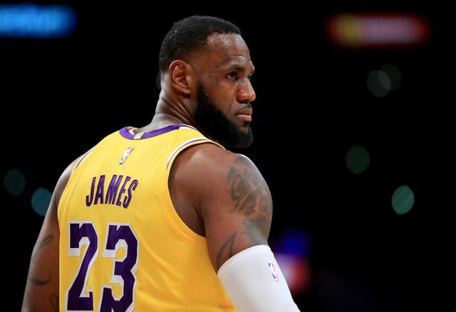 表情--NBA常规赛:詹姆斯的篮球表情包下载喊打牌人动态图片