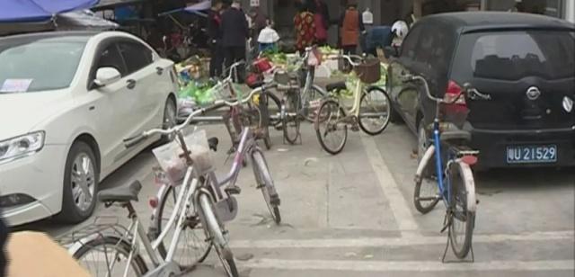 潮州凤新西路的马路变菜市场,日常出行带来很小学题归纳图片