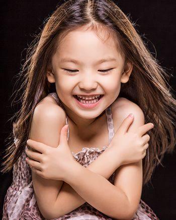 图片易打理的小女孩发型,为女生换款发型让腮孩子骨大易学图片