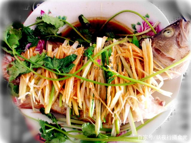 不用煎鲈鱼炸不用炖,不用蒸只需10分钟,特胡萝卜和肉做汤图片