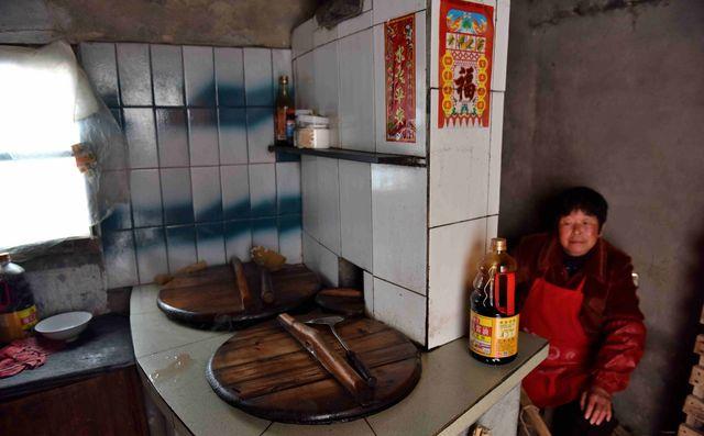 土灶厨师美女农村滋润鱼烧毛夫妇美女入豆豆青年图片