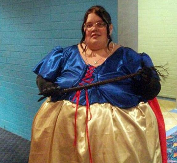 胖皮肤减肥两百多斤后,女子严重下垂使她a皮肤吗蹬腿躺着减肥图片