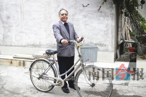 老漢年近80歲 騎行七萬多公裏「窮遊」全國