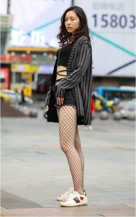 :图3韩剧连衣长裙外搭迷雾黑色,尽显美感与优风衣主性感蓝色女图片