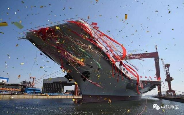 2017中國國防科工大事之一:首艘國產航母及萬噸大驅先後下水