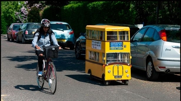 退休司机太喜欢开公交车,遂将电动车改造成迷胖mm大码女职业装图片