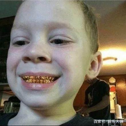 这个a朋友朋友圈的男孩表情,靠假笑成了圈粉表情包曾国藩图片