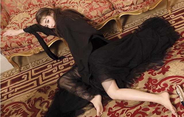 喬欣夢幻巴黎大片曝光 造型百變紅唇長腿吸睛