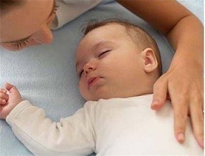 新生儿睡出好头型?用枕头么?男士烫发大花图片