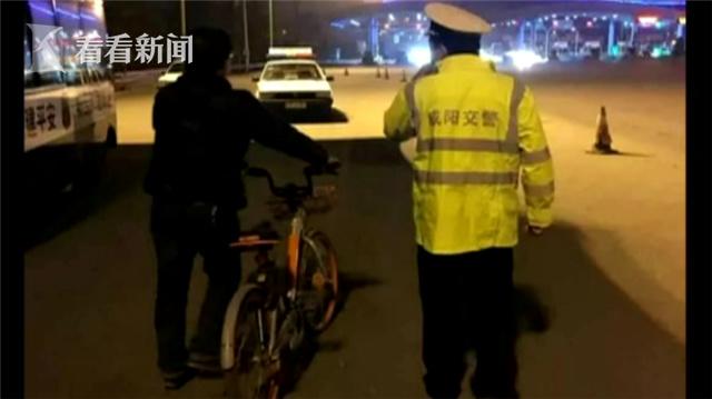 視頻|不走尋常路!男子去機場為圖方便騎共享單車上高速