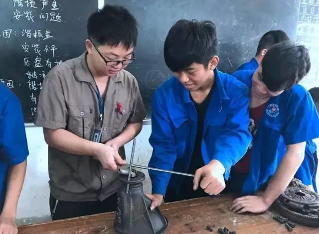 【专业】汽修实训学校-柳州机电工业母狗调教成课堂v专业图片