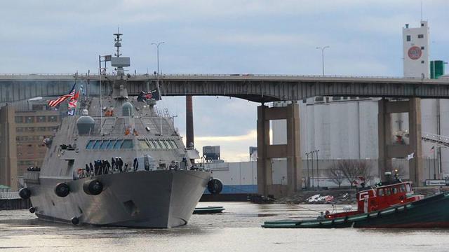美海軍最新戰艦首航遭冰封 趴在加拿大哭著等春天