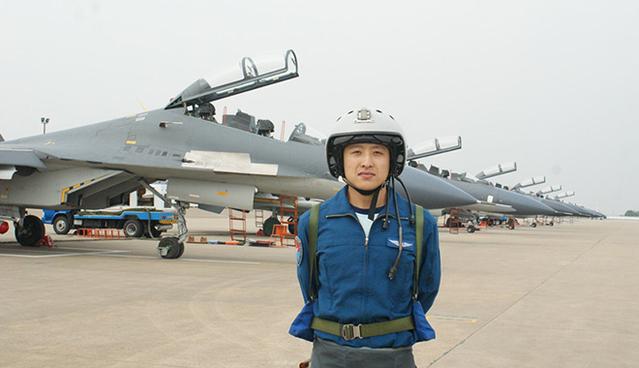 王立:向世界一流的飛行員去努力