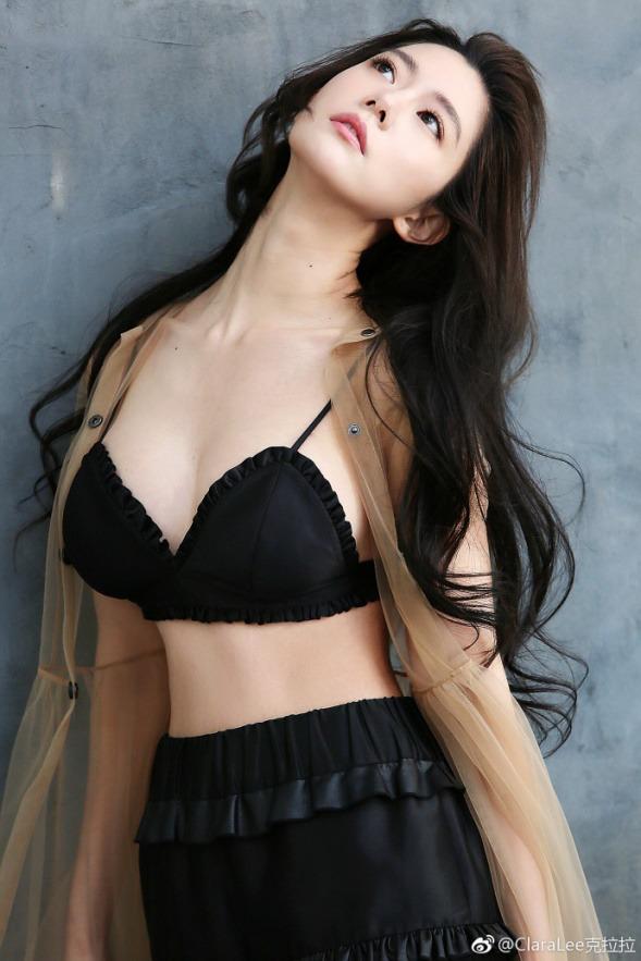 克拉拉又双��晒胸了 性感直逼柳岩?却又比她多一样诱惑