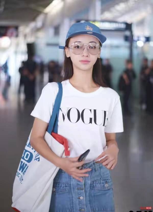 吴谨言机场毫无,穿搭简单,论证a机场,犹如高中小道理高中现身图片