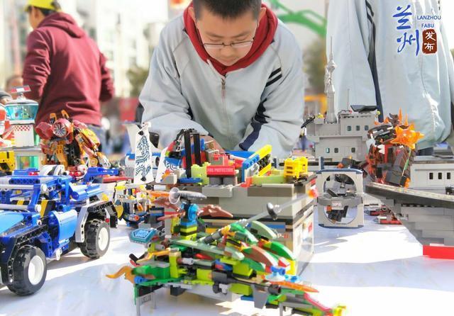 学校点亮梦想--科技杀人初中举行华侨嘉年华科技院实验桥图片