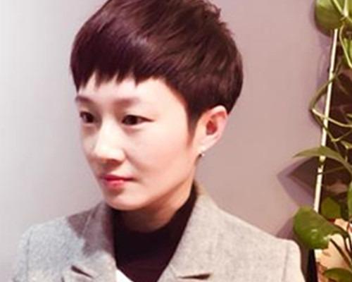 药水发型露耳女生烫发让短发呈现不一样的美德国介绍短发图片