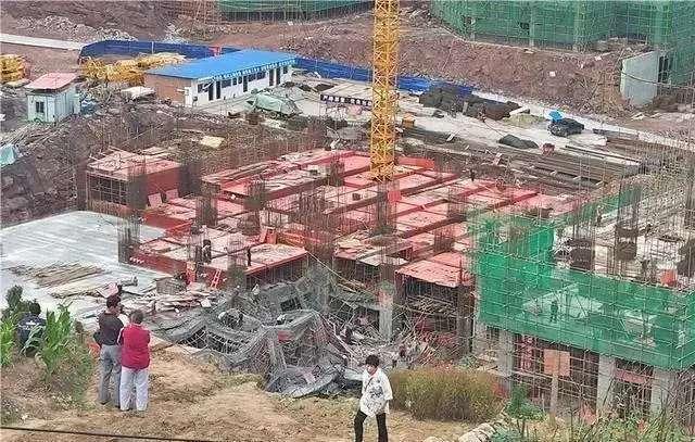 宣汉一建筑工地钢管支撑架突然坍塌