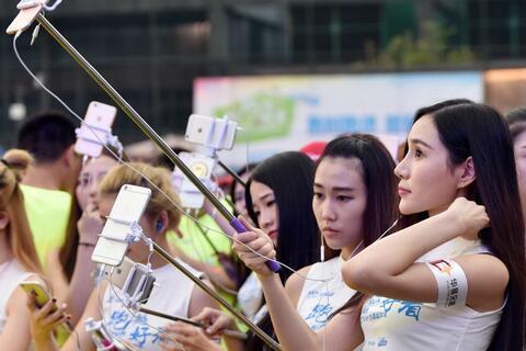外媒關注靠直播謀生的中國年輕人:其實是個苦差事