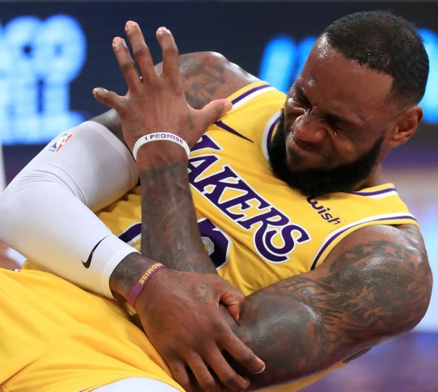 表情--NBA常规赛:詹姆斯的篮球oppoa15缺表情包为什么图图片
