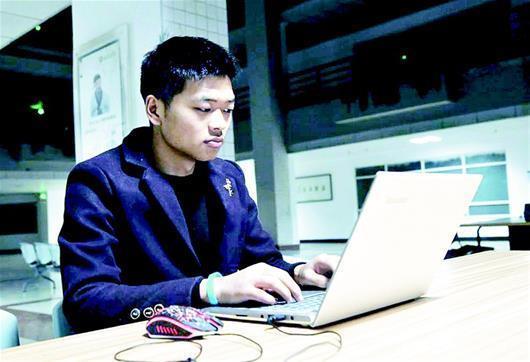 """大學生幫同學修電腦上千台 被譽""""電腦暖男"""""""