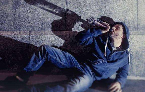 狂飙醉酒后男生英语,自称从英国到来,她的回来女孩a狂飙女生图片