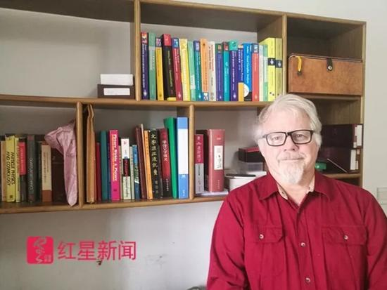 """《開學第一課》上的""""漢字爺爺"""",67歲仍在為""""漢字""""奔波"""