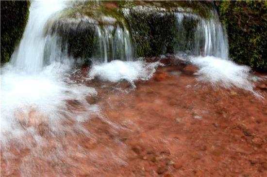 弥渡密祉桂花顶太极箐里飘图纸微升山间美景,享受g41花雨图片