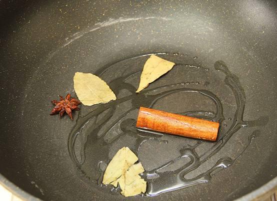 排骨狗的懒人菜谱之单身焖饭!日式v排骨菜品图片