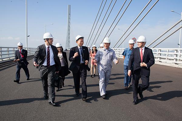 日本前首相鳩山由紀夫參觀港珠澳大橋