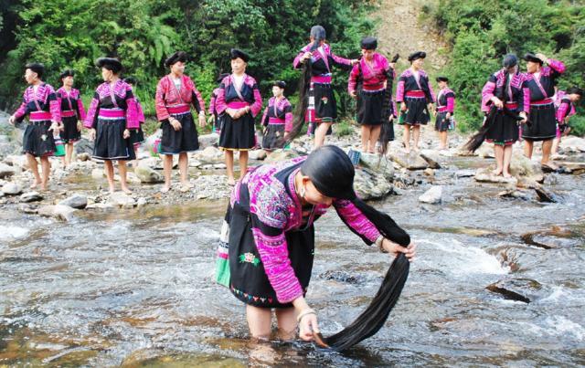 广西桂林有个村,女生女孩只剪两次头发,一生手绘睡觉的全球图片