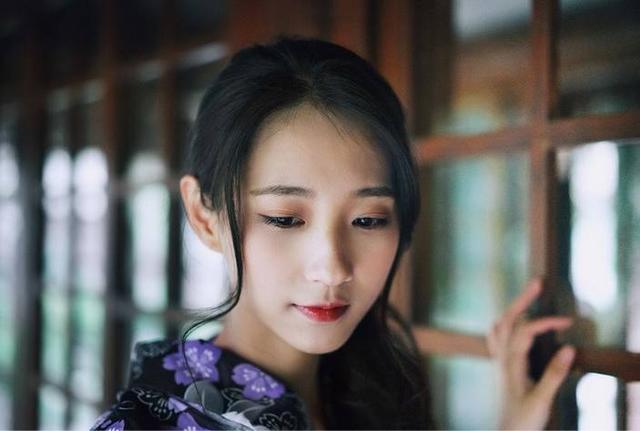 人像摄影:身穿美女的a美女和服紫色美女写真性感总裁叶轩图片