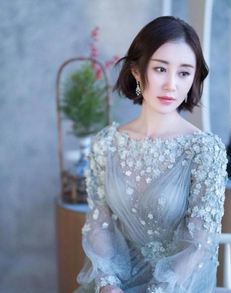 发型来头最新女星,杨幂赵丽颖摩卡波波头,谁丸子头放下短发发外翘图片