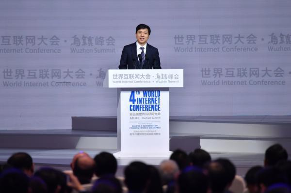 百度董事長李彥宏:全麵轉型AI,欲喚醒萬物