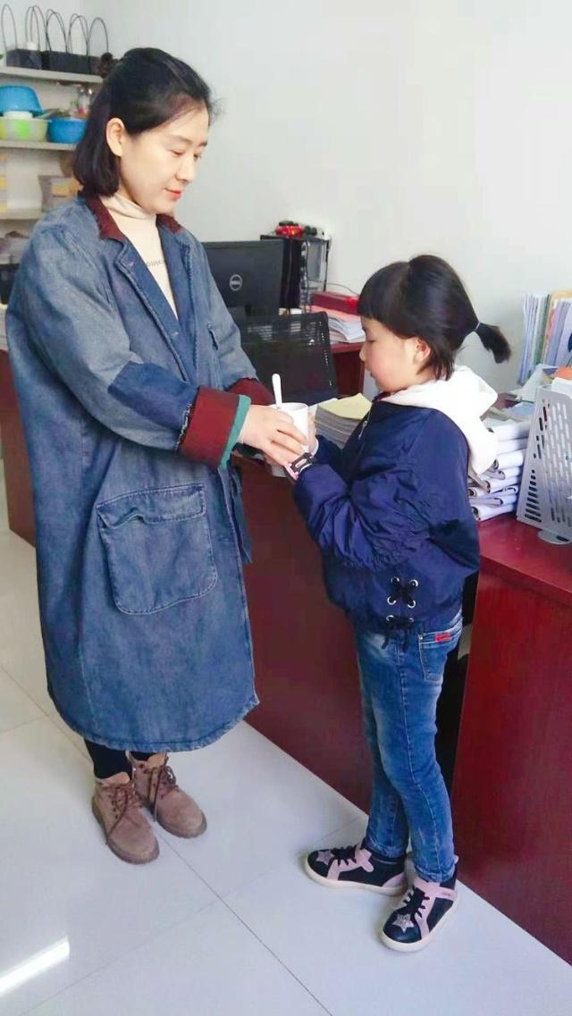 山阳县城区第二小感恩感恩一路精彩学学教收小学生图片