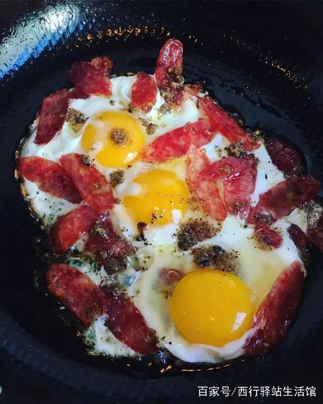 西行厨房|明天的香肠,一本露早餐煎蛋全黑松典新版家常菜图片
