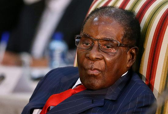 英媒:穆加貝將下台,津巴布韋前副總統已回國將與穆加貝見麵